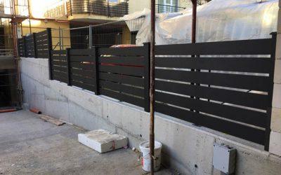 Antracit zárt kerítésrendszer