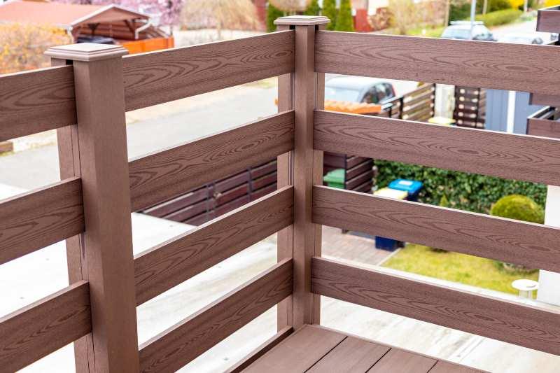 Ismerje meg a Famintás Sötétbarna Simple kerítésrendszer csodás tulajdonságait! 10 év garanciával!